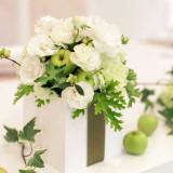 フラワーコーディネーターと打ち合わせをしてオリジナルの装花を飾れます