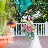 ロビー入り口には様々な花が咲き乱れ、ゲストの皆様をお出迎えさせていただいております。