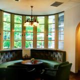 家具や調度品からも歴史を感じるくつろぎの空間