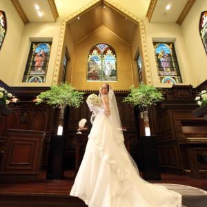 ウェディングドレスより長いベールは約3m、聖壇への階段を上がると長いベールが一段と美しく映える教会です。 アルカーサル迎賓館川越の写真(353888)