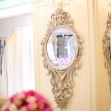 鏡に映る美しき生花