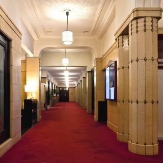 【クラシカルで正統派】歴史ある会場や赤絨毯が演出!見学相談会