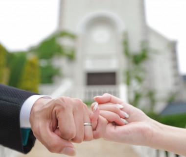 白亜の教会で永遠の誓いを