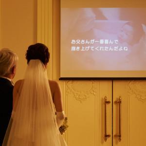 対面式のチャペルでは、プロジェクターで映像を流すことができます|アーフェリーク迎賓館 大阪(テイクアンドギヴ・ニーズ)の写真(2833628)