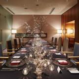 少人数様でのご会食にピッタリな個室。6~20名様までの会食会プランも人気です。詳しくはプランページへ。