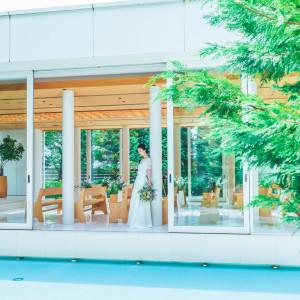 揺らめく水に浮かぶ透明感あふれるチャペル|ASHIYA MONOLITH 旧逓信省芦屋別館 ~芦屋モノリス~の写真(5333093)
