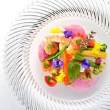 彩り鮮やかな前菜でコース料理のスタート!料理への期待感が膨らみます!