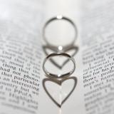 リング~永遠の愛を誓う《結婚指輪》大切な指輪だからこそ写真におさめる。角度によって♡に見える素敵な一枚☆彡