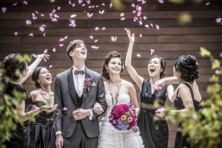 挙式後はフラワーシャワー|THE VILLAS福岡(ザ ヴィラズ)の写真(976051)