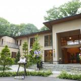 空間も時間も自由に使い、完全貸し切りでゆっくりと寛げる軽井沢の「別荘ウエディング」おふたりらしいアイディアで、建物全部を使いこなして