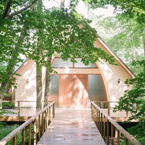 森の奥にひっそりと佇む礼拝堂 軽井沢倶楽部 有明邸の写真(4861252)