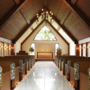 祭壇の上からは四季折々の自然が感じられます 軽井沢倶楽部 有明邸の写真(217443)