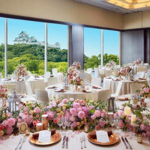 ふたりのコーディネート次第で表情を変える会場。メインバンケットのグランは、壁一面のガラススクリーンから緑豊かな美景を楽しめます。|ダイワロイネットホテル和歌山の写真(4337688)