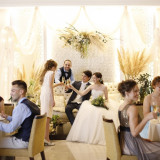 最近が歓談メインのアットホームな結婚式も人気です☆