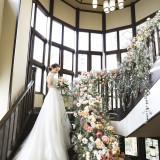 3Fまで吹き抜けの螺旋階段は大きな窓から降り注ぐ自然光が明るく人気のフォトスポット