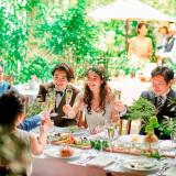 家族やお世話になったゲストと過ごす大切な時間。プライベートテラスの明るくナチュラルな雰囲気がみんなを笑顔にしてくれます