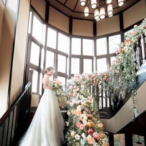ロマンティックな螺旋階段は自然光がたっぷり入る大窓付き|THE KAWABUN NAGOYA(ザ・カワブン・ナゴヤ)の写真(3972913)
