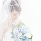 純白のウエディングドレス。白には「清楚」「純潔」「純粋」という意味が・・・