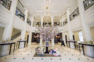 吹き抜けの開放的なロビー アクアテラス迎賓館(新横浜)の写真(2973370)