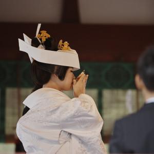 ご新郎ご新婦が夫婦となる誓いの杯を交わします。|鶴岡八幡宮(チアーズブライダルプロデュース)の写真(1628633)