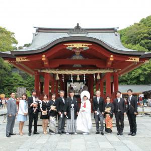 舞殿の前での集合写真は一生の思い出に残ります。|鶴岡八幡宮(チアーズブライダルプロデュース)の写真(2957633)