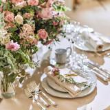 【細かなこだわり】 ナフキンの折り方やメニュー表もおふたりのこだわりを入れて。 お花ともデザインを合わせ、さらにお洒落に。