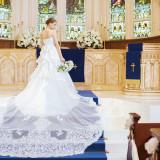 【TAKAMIBRIDAL】ロイヤルブルーのヴァージンロードには繊細な刺繍が映える