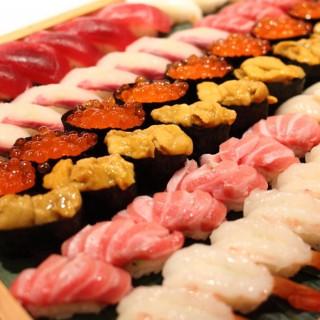 【料理が決め手】大将自慢のトロ寿司試食!最高の一皿を体験して