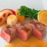 シェフがこだわった素材本来の味が引き立つ至福の料理にゲストも大満足。