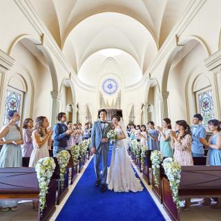 【感謝を伝えたい方へ*】大阪最大級!純白のドレスが映える青の大聖堂で叶える感動挙式体験☆