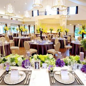シンプルかつ、貴賓溢れる優雅な空間。 ゴージャス感と開放感を兼ね揃えたフランス館は、豪華な演出も思いのまま。|GARDEN WEDDING アルカディア小倉の写真(657840)
