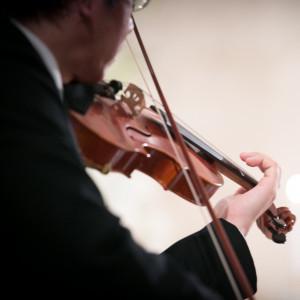 劇場型チャペルに響く生歌演奏の音色に思わずうっとり・|GARDEN WEDDING アルカディア小倉の写真(1284771)