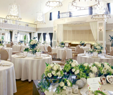 上品で優しい雰囲気が人気の『フランス館』もリニューアル。エレガントなインテリアに包まれた空間で、お姫さま気分で晩餐会のようなパーティを満喫して