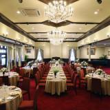 お好みの披露宴スタイルに会場アレンジできます。 例)50名 迎賓館スタイル