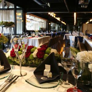 スタイリッシュだけど、オシャレな空間。装花によって雰囲気が変わるので十人十色の結婚式が実現!|e oriental banquet(イーオリエンタルバンケット)の写真(388329)
