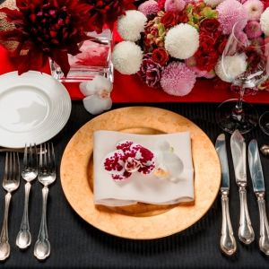 和装も着たい!という方は、装花を和モダンなコーディネートにしてみてはいかがでしょうか?|e oriental banquet(イーオリエンタルバンケット)の写真(781712)