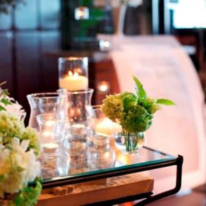 キャンドルを灯すことで、幻想的な雰囲気になります。キャンドルウエディングも人気です。|e oriental banquet(イーオリエンタルバンケット)の写真(781709)
