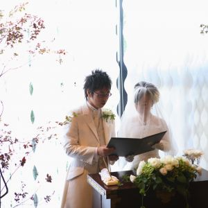 館内のチャペルでの人前式はアットホームな雰囲気♪オリジナルの証明書をつくって思い出に残すこともできます。|e oriental banquet(イーオリエンタルバンケット)の写真(238870)