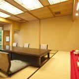 ゲストの控室も日本庭園に面したつくり。すべてが特別な一日のために調えられており上質なもてなしが叶う
