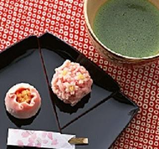 【午前中の来館特典】オリジナル和菓子と抹茶でお出迎え&試食時のデザートがサービス!