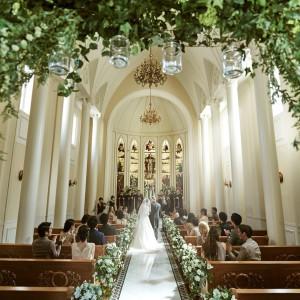 自然光で輝く花嫁さま。海外映画のワンシーンのような一枚をいかがでしょうか。|セントグレースヴィラ(大阪心斎橋)の写真(1659270)