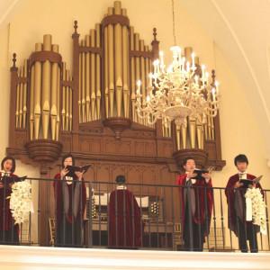パイプオルガンと聖歌隊の奏でる生演奏は、きっとゲストも鳥肌立つ驚きを味わえる!!|セントグレースヴィラ(大阪心斎橋)の写真(341953)