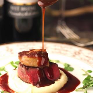 ★期間限定★牛フィレ&オマールを使用したゲストからも大好評の試食をご提供!