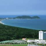 雄大な自然に囲まれた景勝ゆたかなリゾートホテル