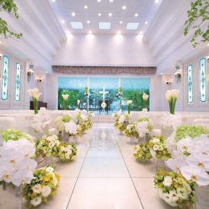 白い舞台を意味するチャペルブランシュール。 お二人のオリジナルの色に染めてほしいという意味が込められています。|ラ・セーヌブランシュの写真(667111)