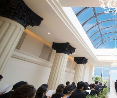 新館カーサ・ディ・ジェナの挙式会場【ドゥオモ・ディオーネ・クラシコ】空に向かって広がる「天空のチャペル」です。