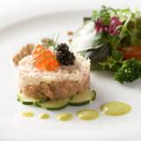 見た目にも華やかな前菜は女性ゲストにも大人気。旬の食材を使ったはじめの一皿にもシェフ渾身の思いが…。