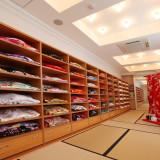 和装用衣裳部屋 たくさんの着物の中からお気に入りを選んでくださいね