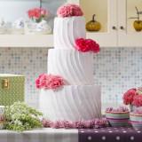 ウェディングケーキももちろん多くのバリエーションをご用意♪ 自分だけのオリジナルケーキもオーダーできちゃう!