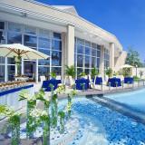大きな噴水付きのプールが魅力の【マリブ邸】。水の音が心地よく聞こえるこのガーデンで過ごす1日は忘れられない1日になるはず!
